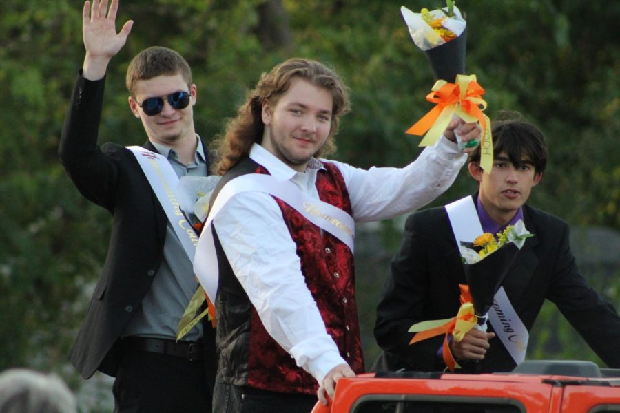 Homecoming+court+members+pose+during+the+Homecoming+parade+on+September+29+outside+of+McCracken+Field.